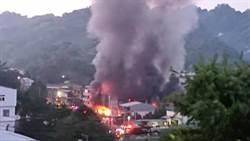 豐原鐵皮倉庫大火 烈焰狂燒電動遊園車