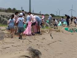 百位弱勢兒少大甲海濱淨灘 還給沙灘潔淨面貌