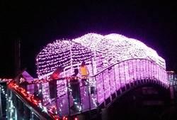 織女感動掉淚了 史上最美的光雕鵲橋點燈傘海交織