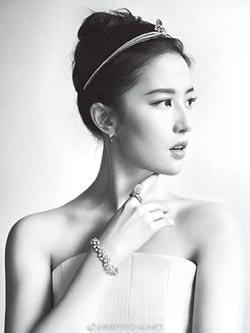 劉亦菲×CHAUMET 戴上鑽石皇冠象徵榮寵