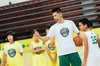 NBA》籃訓營結訓 林書豪換穿特步現身