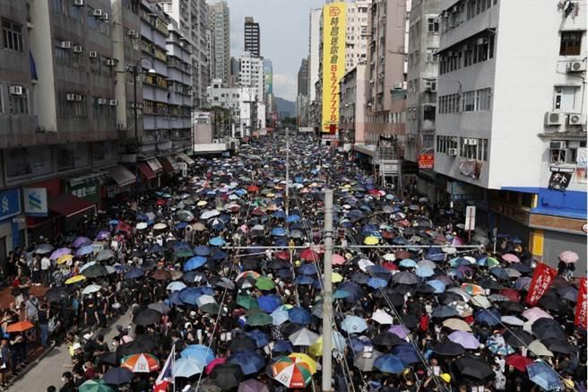 光復元朗遊行 發起者宣稱28.8萬人參與 警方尚未公布