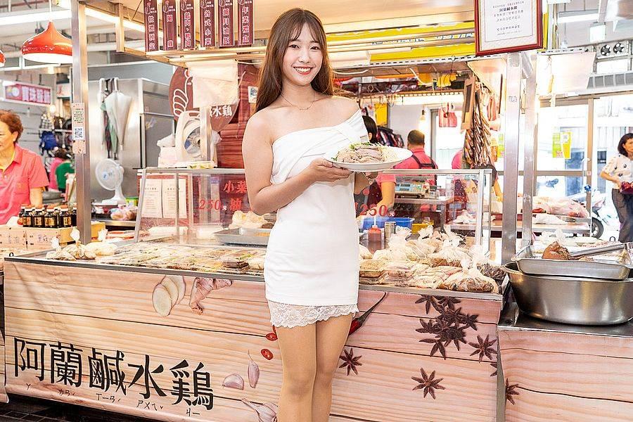 「阿蘭鹹水雞」今年更推出鮮嫩多汁又高營養價值的「牧草鵝」。(圖取自新北市市場處官網)