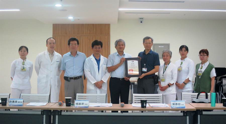 彰化縣慢性腎臟病照護在全國評比中,獲獎醫院數量和醫師數目,都是全國第3名。(吳敏菁攝)