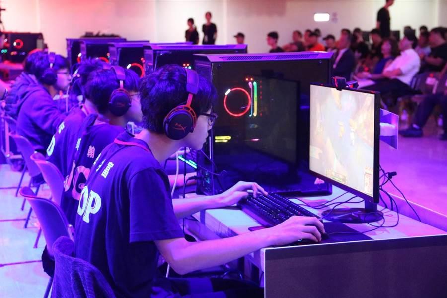 六都電競爭霸戰台中市決賽在弘光科大舉行,戰況相當激烈。(王文吉攝)
