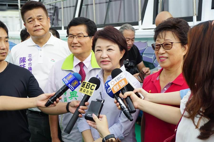 台中市長盧秀燕接受媒體訪問,大讚高美溼地是此生必遊景點,也是日本遊客最愛。(王文吉攝)