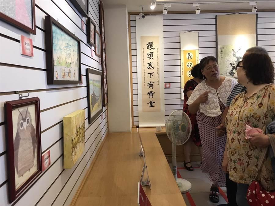 客家事務處文化會館即日起展出客家名人書畫暨藝術作品至下月23日,為義民祭盛事暖場。(張祈攝)