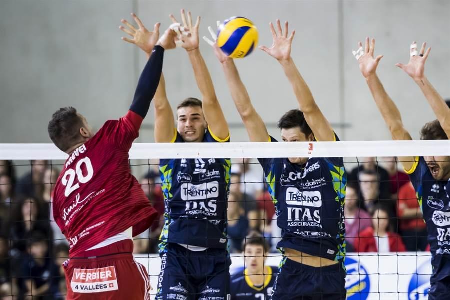 瑞士洛桑排球隊(左)對抗義大利特倫托。(美聯社資料照)