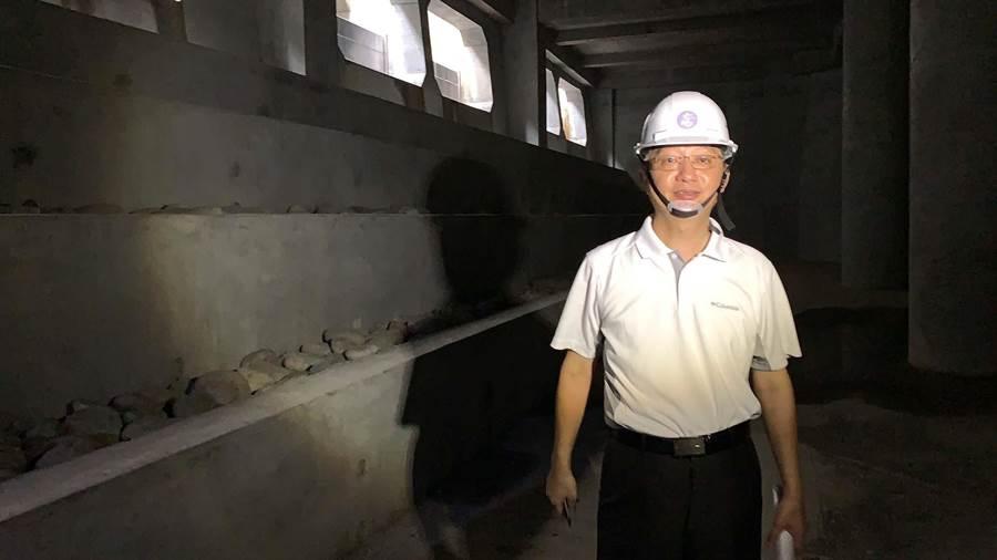十全滯洪池尚未完工,高市水利局副局長韓榮華指出,以719當日下雨量逾200萬噸來看,就算完工啟用頂多只能裝載6萬噸。(柯宗緯攝)