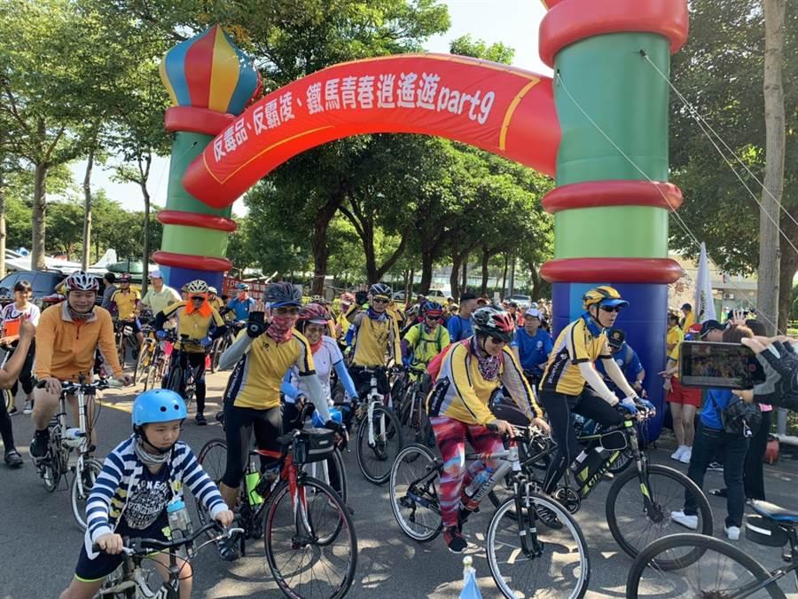 龍潭警分局舉辦鐵馬青春逍遙遊,活動吸引2000人報名參加。(邱立雅翻攝)