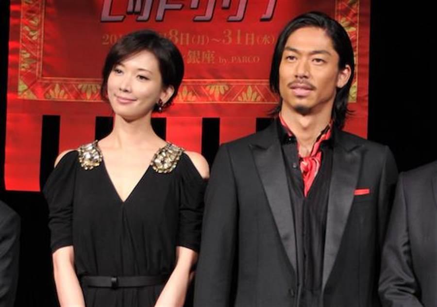 林志玲(左)、AKIRA宣布喜訊。(資料照)
