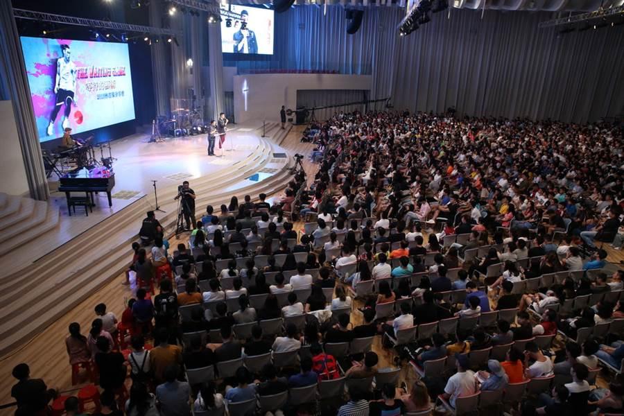 現場接近3千名觀眾仔細聆聽林書豪分享心路歷程。(GOOD TV提供)