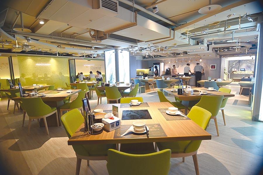 位在Hi-Q褐藻生活館B1的〈Hi-Q鱻食〉餐廳占地約150坪,除了開放式用餐區外並有三間包廂,可接待100位客人用餐。圖/姚舜