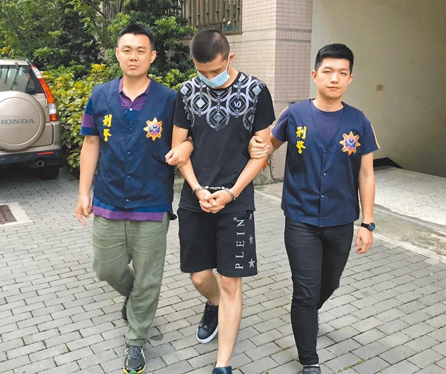警方將盜刷集團陳姓主嫌依詐欺罪嫌移送法辦。(林郁平翻攝)