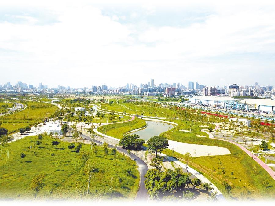 有「台中之肺」之稱的水湳中央公園,面積達67公頃,歷經4年多工期,目前全區已進入驗收階段。(盧金足翻攝)