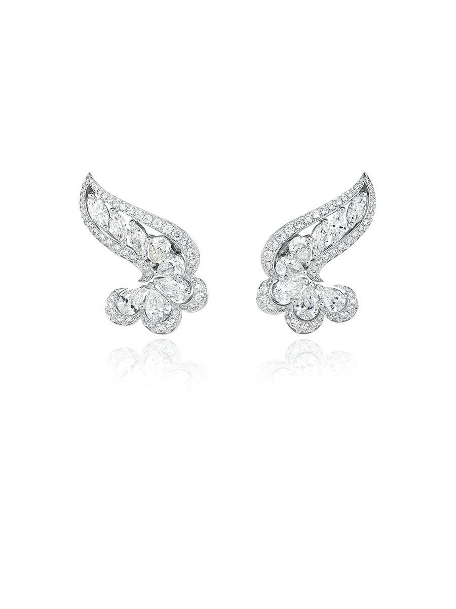 蕭邦Precious Lace系列鑽石耳環是採用公平交易的鉑金打造。(Chopard提供)