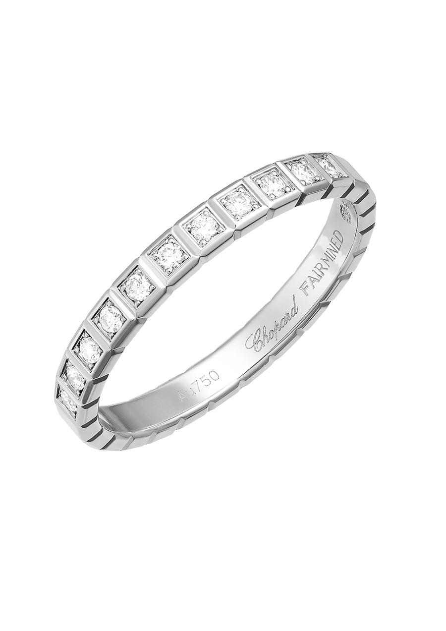 蕭邦Ice Cube系列鑽石戒指是採用公平交易的鉑金打造。(Chopard提供)