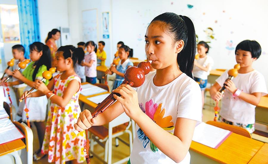 大陸家長在暑假期間,大多會安排孩子學才藝。 (新華社)