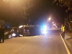 酒駕翻車拒酒測 醉女街頭鬧警半小時
