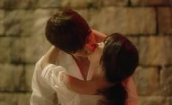 187崔振赫吻嬌小女星 紳士說:「很怕她頸椎受傷」