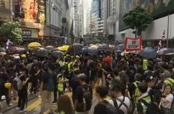 警方上環與示威者對峙 不斷射催淚煙