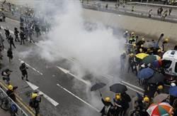 香港防暴警察清場 多名示威者被捕