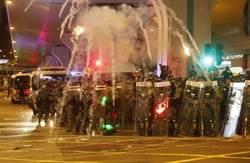 大部分示威者仍停留上環 警方展開二階段驅散 警告拘捕