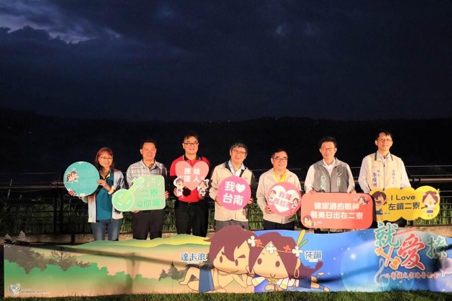 台南市連續舉辦7年的跨年三部曲確定畫下句號,但左鎮二寮日出美景仍是觀光重點,西拉雅風景區管理處即日起自9月中連續8個周末舉辦活動,遊客賞日出、雲海還能聽音樂會。(莊曜聰攝)