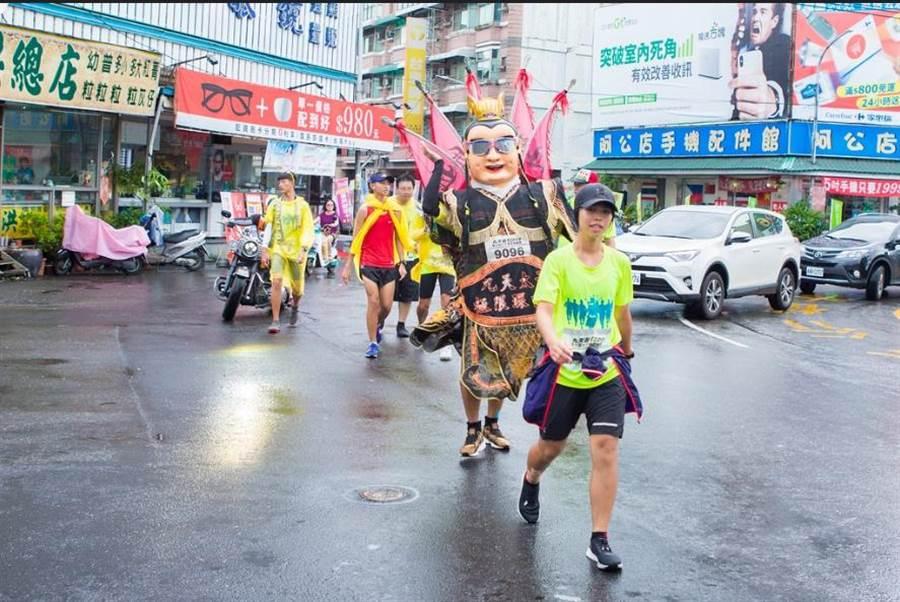 第7屆九天盃太子極限環台賽有10人挑戰全程賽事,19歲大學生戴心瑜是唯一的女選手。(九天提供)