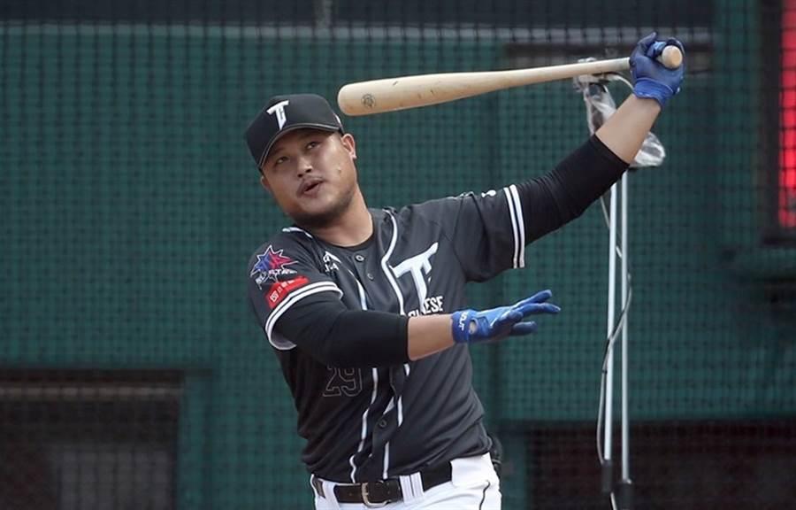 陳俊秀在全壘打大賽決賽以15支奪得冠軍。(桃猿提供)