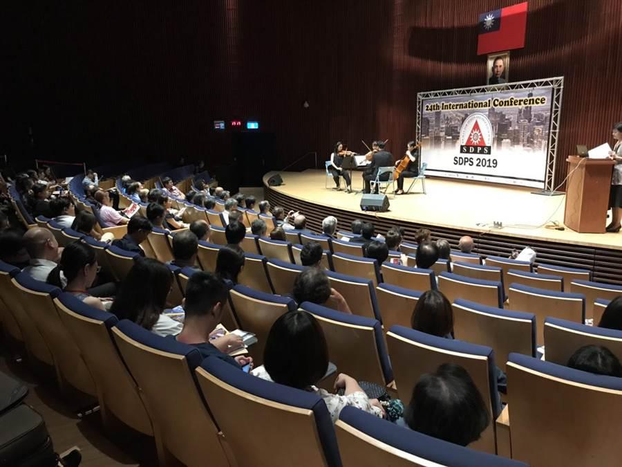 「2019設計及流程科學學會年會暨國際研討會(SDPS)」,28日於台灣大道市政大樓集會堂舉行開幕式。(陳世宗翻攝)