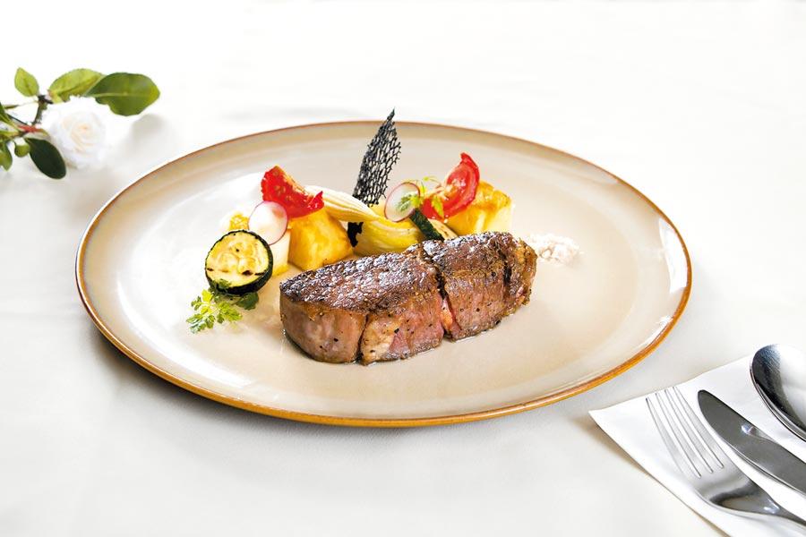 慕軒飯店推出父親節限定美食,邀爸爸們大快朵頤牛排好滋味。(慕軒飯店提供)