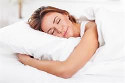 女夜宿旅館手臂被交纏 睜開眼嚇傻