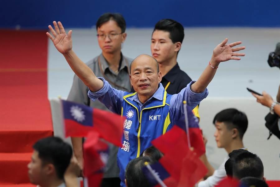 高雄市長韓國瑜出席第20屆第3次全國代表大會,向現場來賓揮手致意。(圖/本報資料照,黃世麒攝)