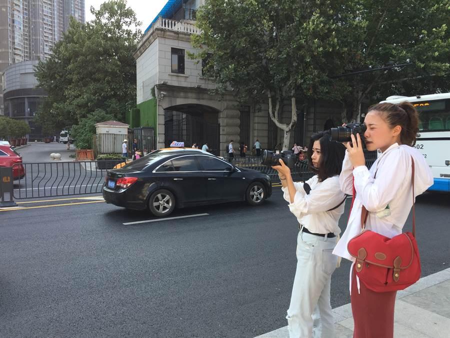 世新大學李映煊及周薇拍攝武漢車水馬龍的交通。(楊宜臻攝)