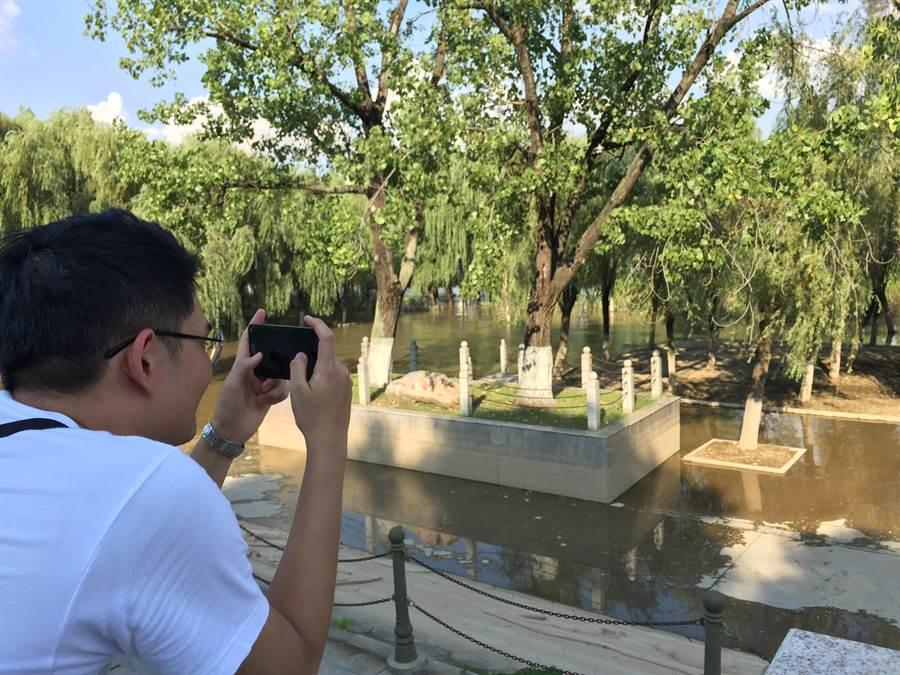 中原大學楊皓森不時的拍攝武漢的一景一物。(楊宜臻攝)