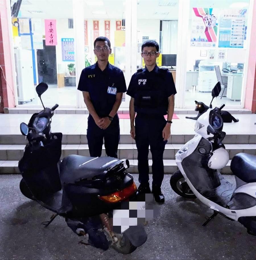 警專實習生陳威政(左) 、張銘翰(右)發現失竊機車。(呂筱蟬翻攝)