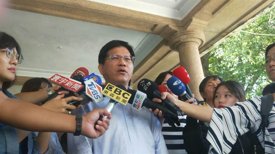 交通部長林佳龍表示,一開始很不滿華航的處理方式。(陳淑娥攝)