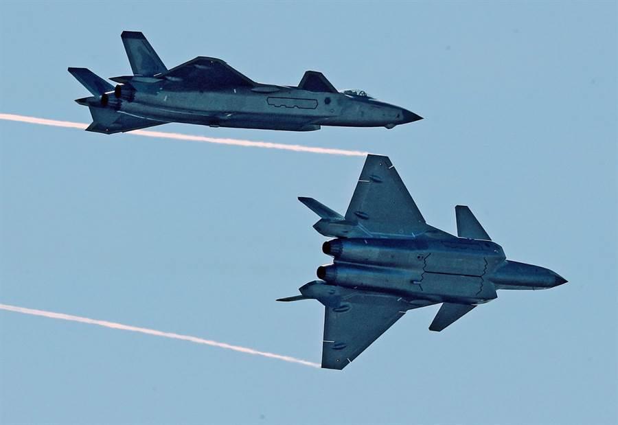 殲-20戰機2018年11月6日在珠海航展現身的資料照。(新華社)