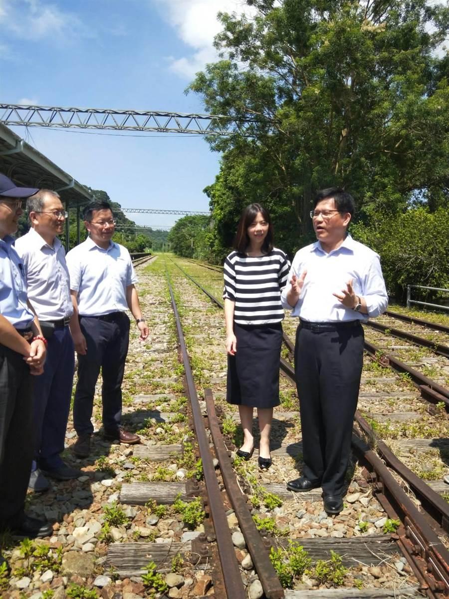 舊山線復駛兩工程方案約15至17億元,交通部長林佳龍視察允將由中央負擔。(陳淑娥攝)