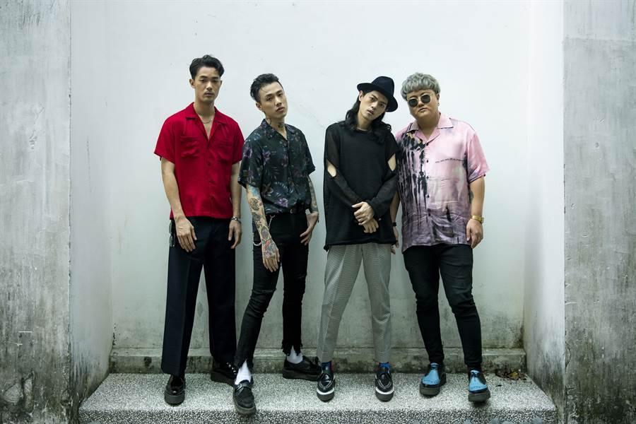貝斯手博文(左起)、主唱阿夜、鼓手金魁剛與吉他手頤原。(華納提供)