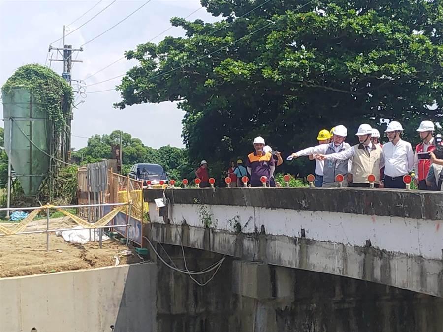 行政院副院長陳其邁下午到台南善化視察水利工程。(莊曜聰攝)