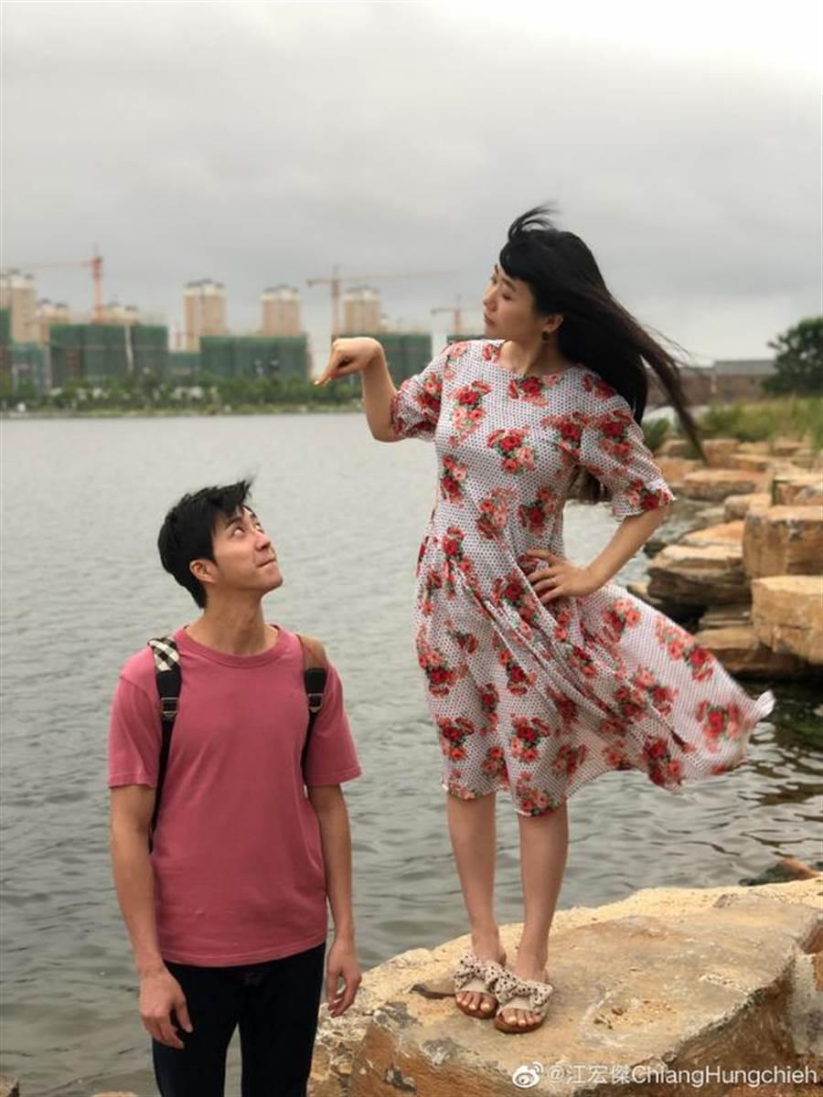江宏傑與福原愛曬恩愛,大玩角色扮演遊戲。(摘自江宏傑微博)