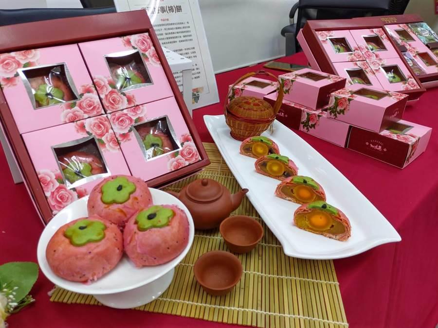 台南購物節的「全國嫁妝餅創意競賽」今年邁入第4屆,今年度的競賽主題是「台灣味」,得獎作品有機會成為市府致贈貴賓的伴手哩,也將與飯店、婚紗業者合作推出新人優惠方案。(莊曜聰攝)