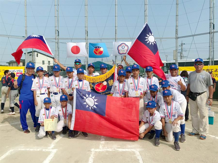 中華隊擊敗日本奪下第37屆世界少年軟式棒球錦標賽冠軍。(中華民國學生棒球運動聯盟)