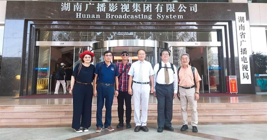 台灣資深媒體老師團親自前往湖南廣電進行媒體考察,也一同見證湖南廣電實習學員們熱血,精彩的結業式展現。(時際創意傳媒提供)。