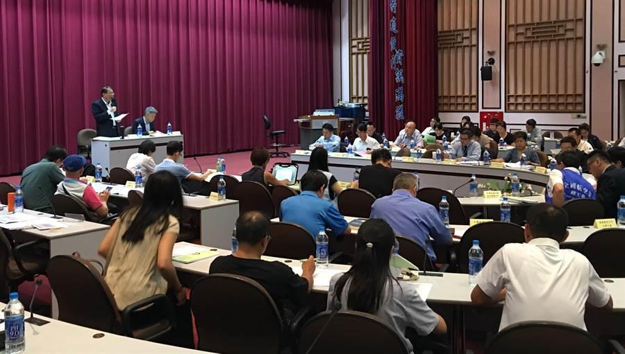 勞動部今天邀請民航業勞雇團體、消費者保護機關暨團體,以及相關利益團體與目的事業主管機關等超過40個團體及機關代表,召開「民用航空運輸業爭議行為議題座談會」。(圖/勞動部提供)