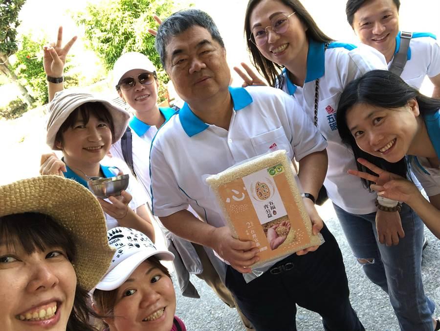 五福員工一同集資購買公益有機稻米。圖:五福提供