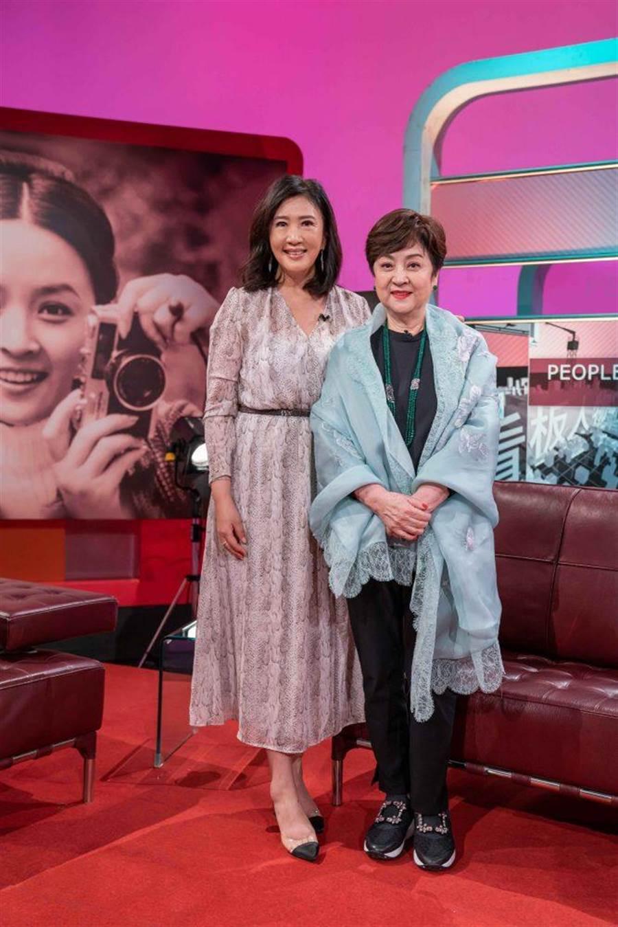 甄珍(右)接受方念華專訪。(TVBS提供)