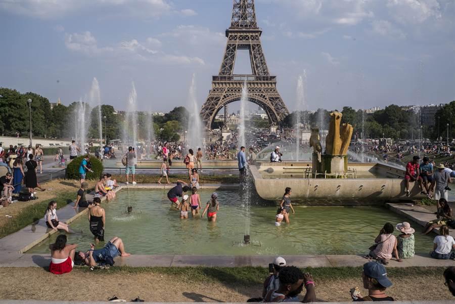 歐洲熱浪一年壓一年,體會到空調的重要。(圖/美聯社)